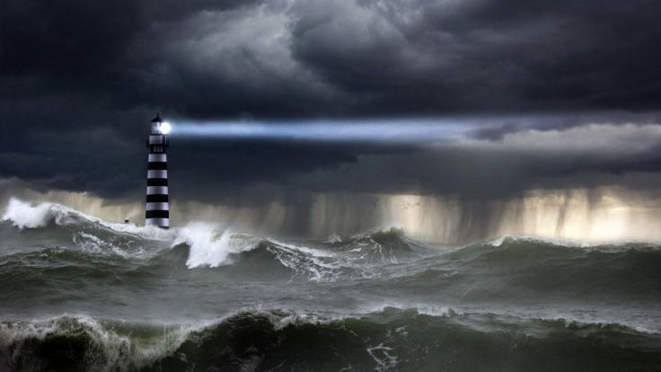 lighthouse-in-the-storm-7532